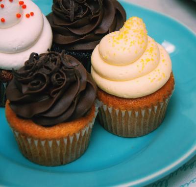1 Free Cupcake & 20% Off